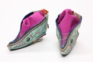 Foot_binding_shoes_1